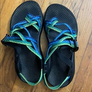 Chacos with toe loop